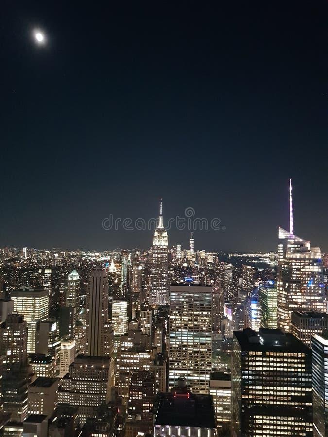 Rockefeller-Mitte nachts New York gesehen von oben stockbilder