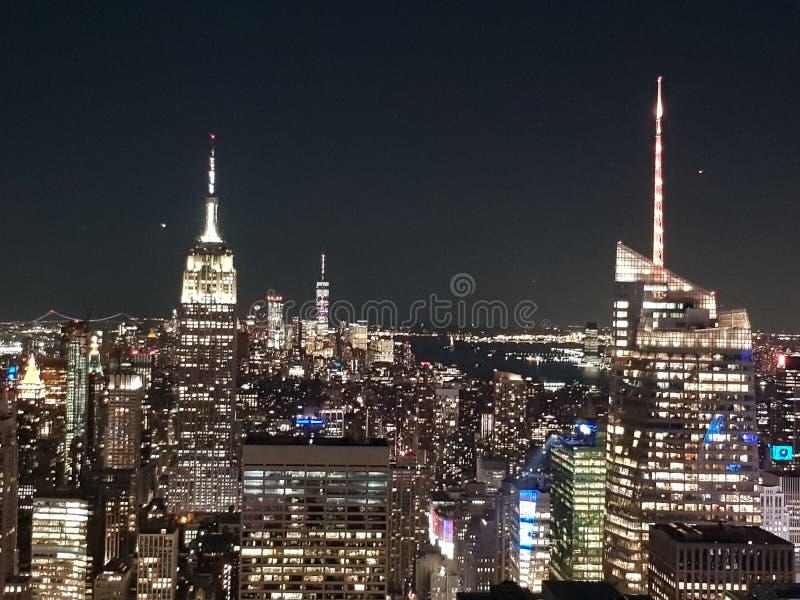 Rockefeller-Mitte nachts New York gesehen von oben lizenzfreies stockbild