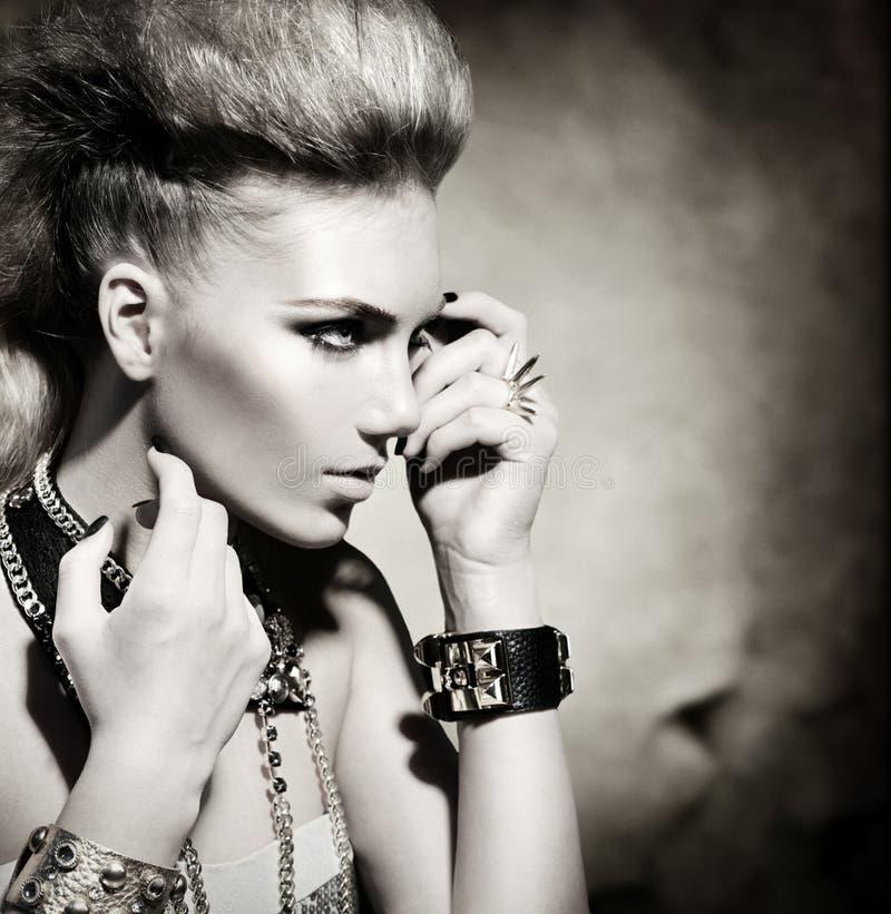 Rocker πορτρέτο κοριτσιών ύφους στοκ εικόνες