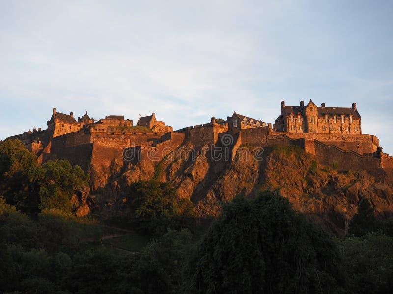 rockera den edinburgh solnedgången arkivfoto