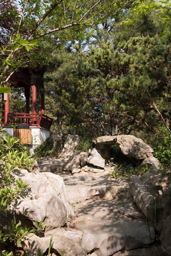 Rockery и павильон стоковое изображение rf