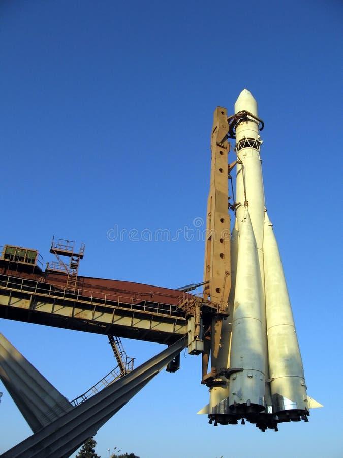 Rocket auf Bedienpult lizenzfreie stockfotos