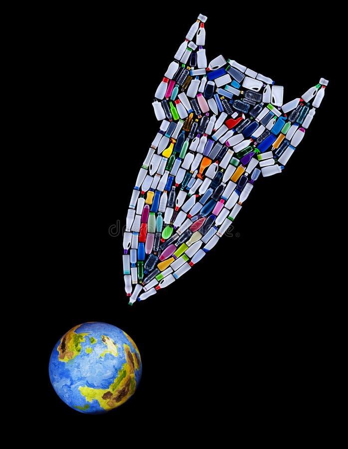 Rocket-Bombe gemacht von den Plastikflaschen, die unseren Planeten bedrohen lizenzfreie stockfotografie