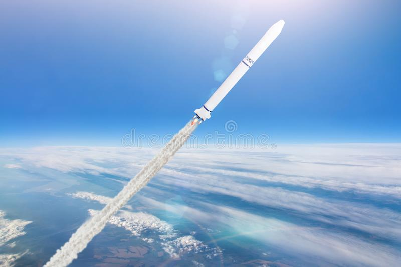 Rocket Launch Piloter un vaisseau spatial au-dessus des nuages dans l'atmosphère de la terre photographie stock