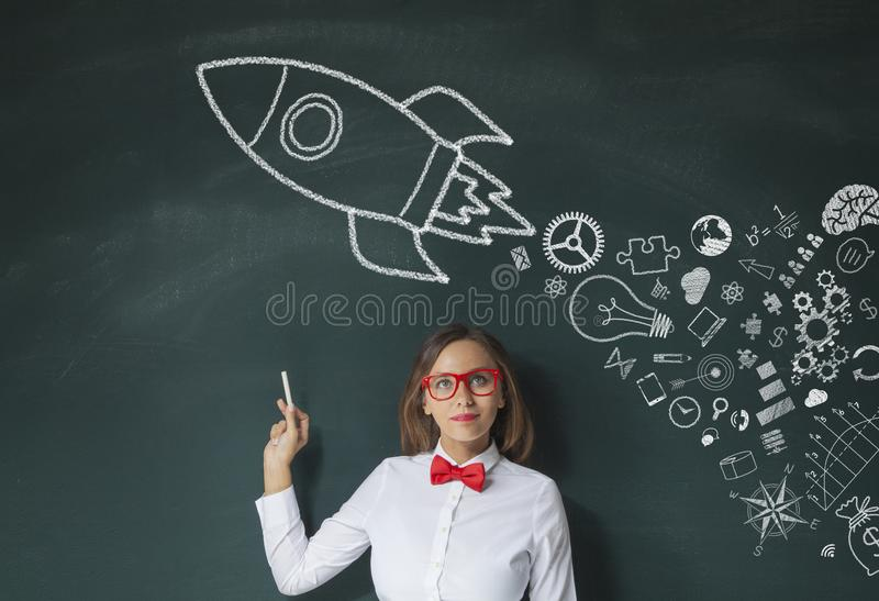 Rocket Leadership Concept en la pizarra verde imagenes de archivo