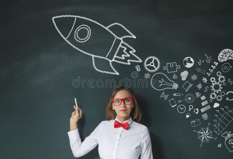 Rocket Leadership Concept no quadro verde imagens de stock