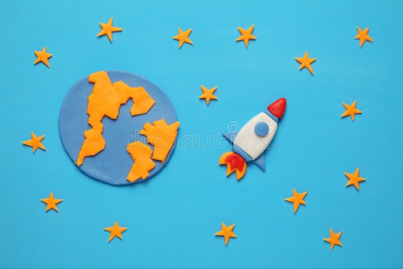 Rocket no espa?o, na estrela, na terra do planeta e na lua Arte da massa de modelar, desenhos animados imagens de stock royalty free