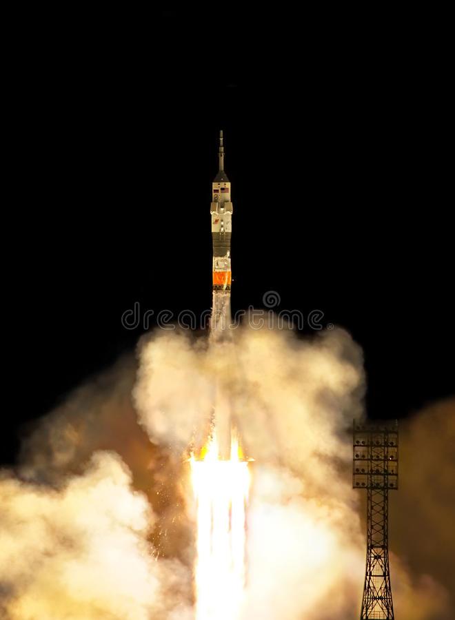 Rocket-Produkteinführung lizenzfreie stockfotografie