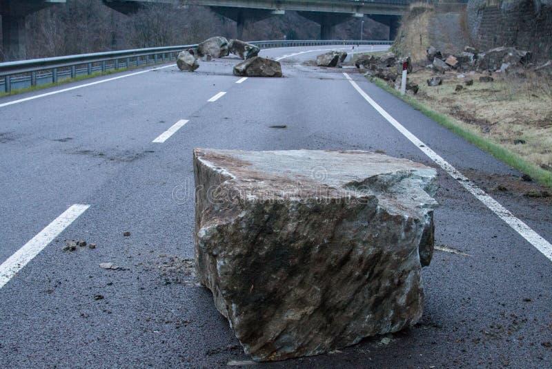 Rockfall op mainroad in noordelijk Itali? stock afbeeldingen