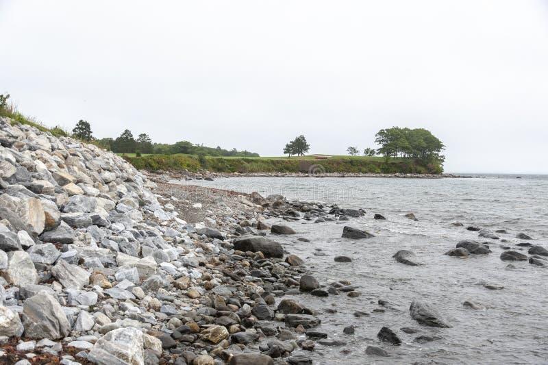 Rockland, litoral de Maine perto do campo de golfe do perto do oceano fotos de stock royalty free