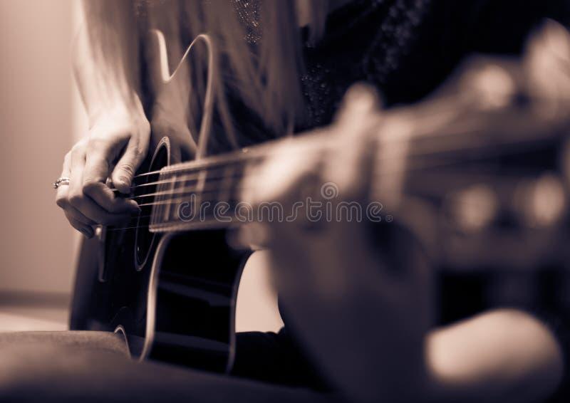 Rockman gitarrspelare arkivfoton