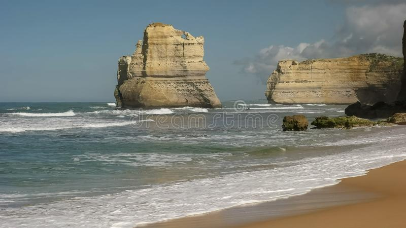 Rockowa formacja przeglądać od Gibson kroków wyrzucać na brzeg przy dwanaście apostołem na wielkiej ocean drodze zdjęcia royalty free