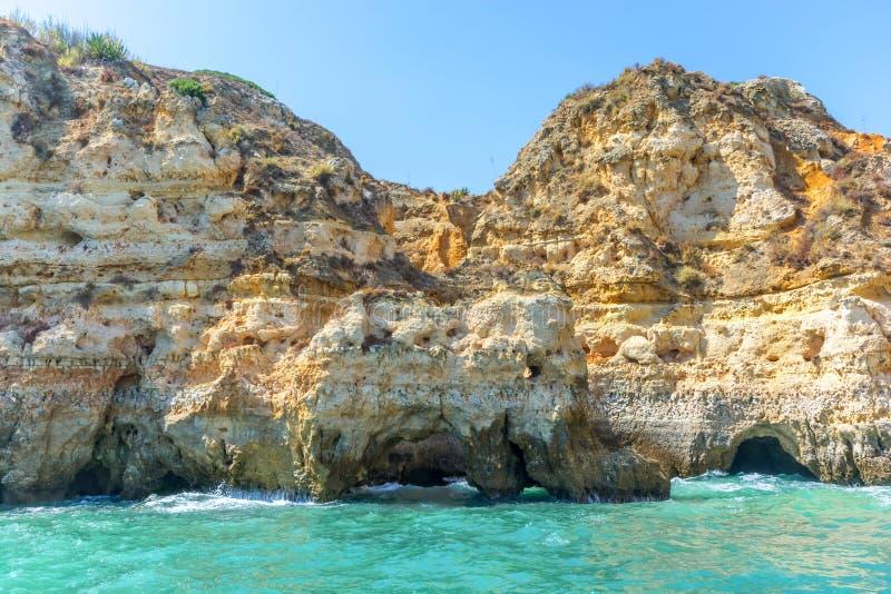 Rockowa formacja w formie słonia przy wybrzeżem przy Lagos przy Algarve fotografia stock
