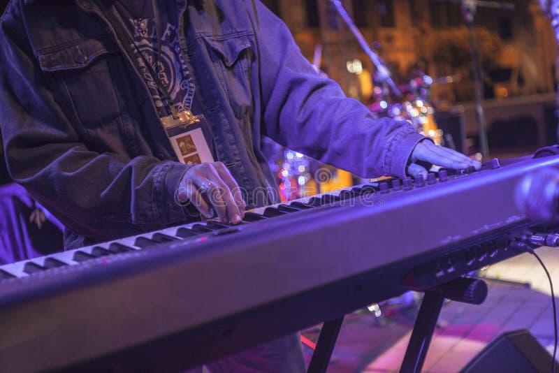 Rockowe klawiaturowego gracza sztuki żyją obrazy stock