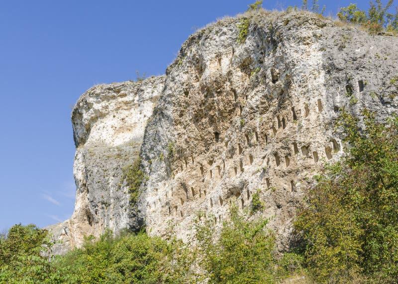 Rockowe niszy blisko Dolno Cherkovishte wioski obrazy royalty free