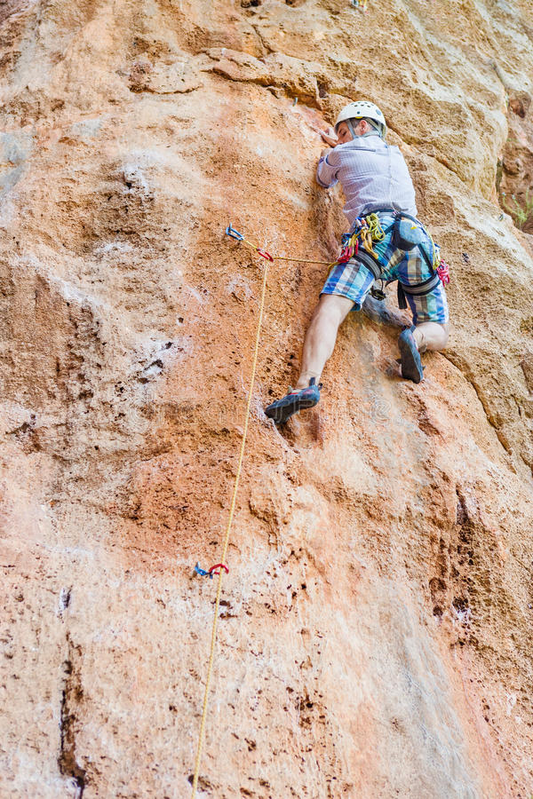 Rockowego arywisty wspinaczkowy up faleza obraz stock