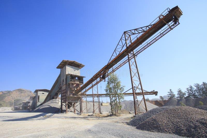 Rockowego gniotownika przemysłu maszynowy łańcuch rusza się logistycznie żwir my zdjęcie stock