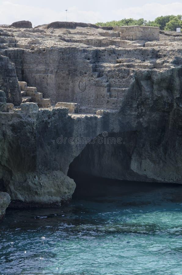 Rockowy łup na morzu zdjęcia royalty free