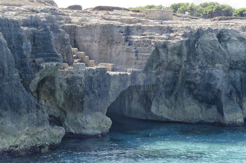 Rockowy łup nad morzem obrazy stock