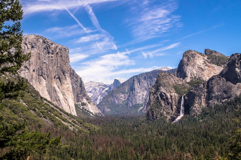 Rockowy El Capitan w Yosemite parku narodowym, Kalifornia Yoasemite dolina, sławny naturalny punkt zwrotny usa obrazy royalty free