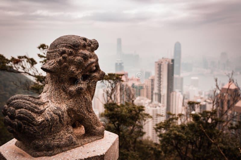 Rockowy lew w szczycie Hong Kong wyspa przed Victoria schronieniem, zdjęcia stock