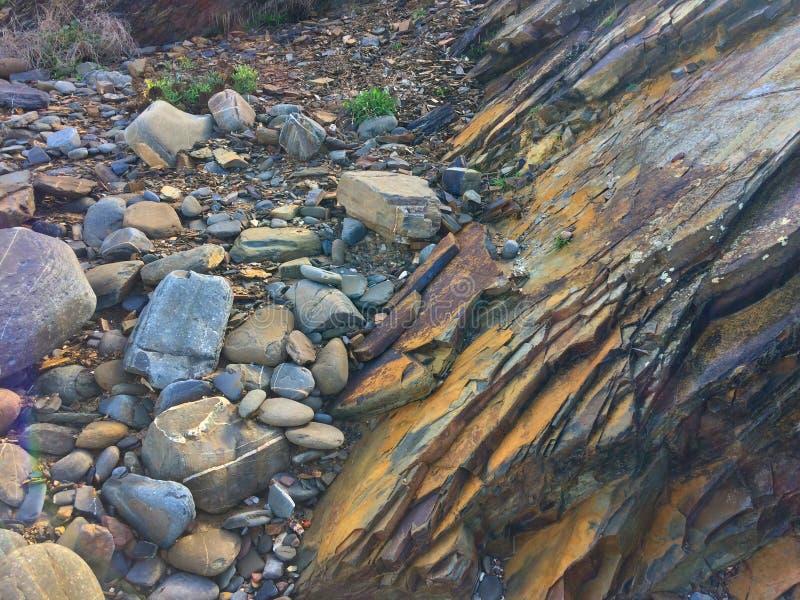 Rockowy spadek, skały pokrywa, skała fotografia royalty free