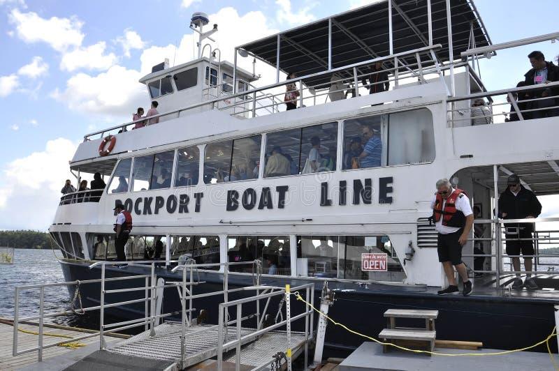 Rockport, le 25 juin : Bateau pour 1000 croisières d'îles de Rockport dans le Canada images stock