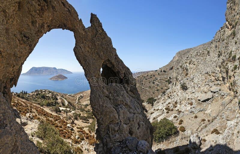 Rocks och havssikt, Kalymnos ö, Grekland royaltyfria bilder