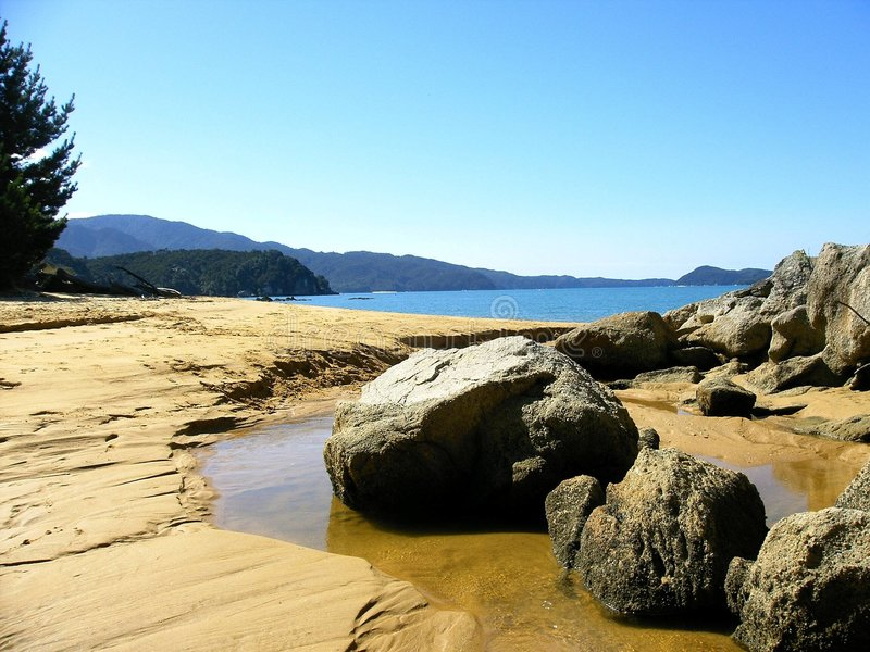 Download Rocks On The Shore Royalty Free Stock Images - Image: 5269159