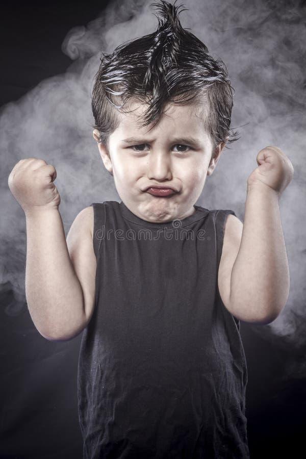 Rockstar, o vestido do balancim da criança e as expressões engraçadas crested foto de stock royalty free