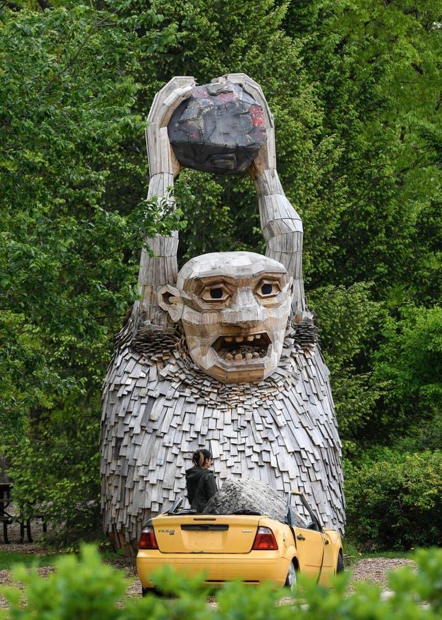Rocky Bardur Guarding Entrance à Morton Arboretum photographie stock libre de droits