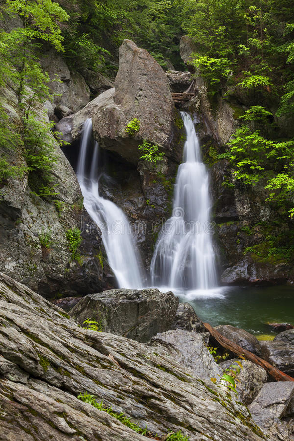 Rocky Bash Bish Falls imagenes de archivo