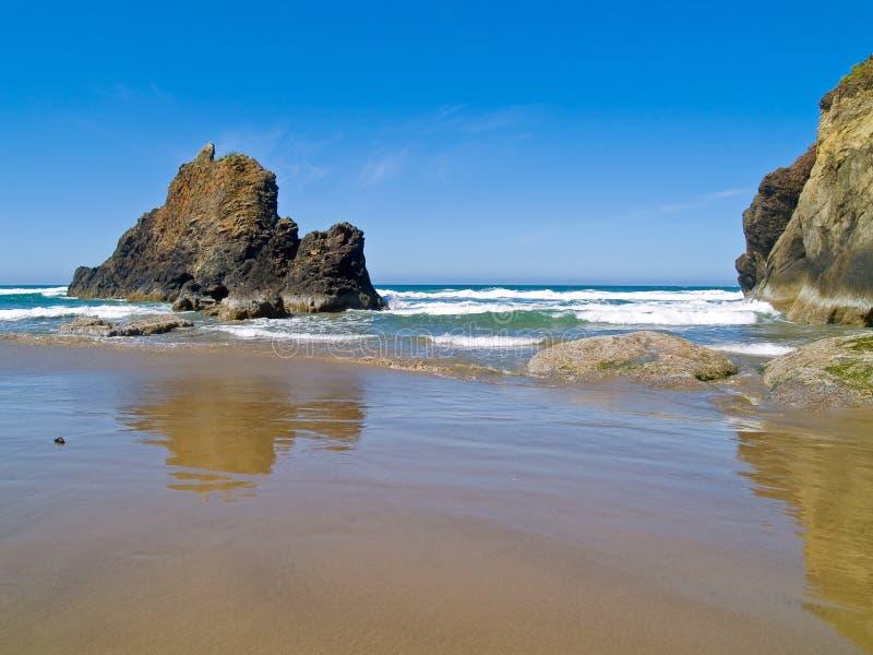 Rocky Beach áspero imagens de stock royalty free