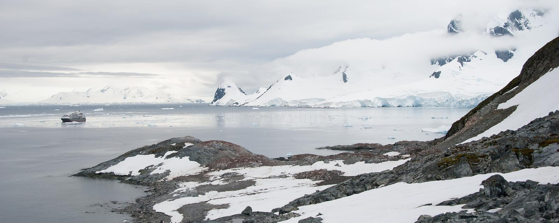 Rocky Beach In Antarctica Stock Photography