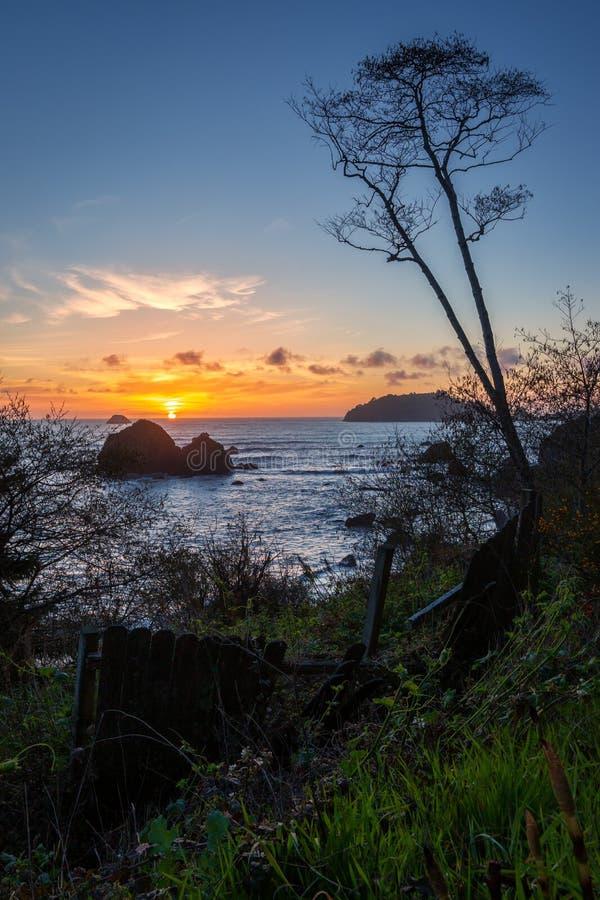 Rocky Beach Landscape bij Zonsondergang, Trinidad, Californi? stock foto's