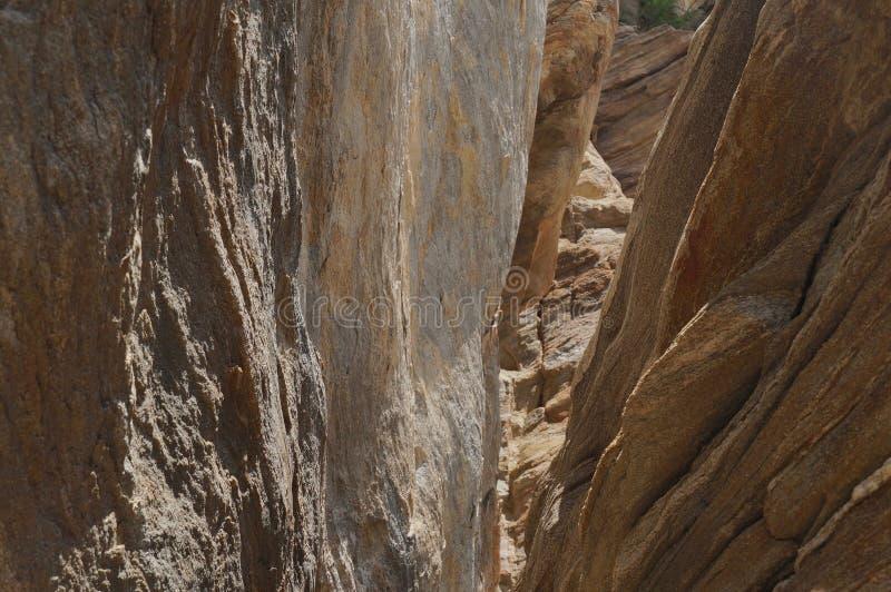 Rocky Chasm no deserto fotografia de stock royalty free