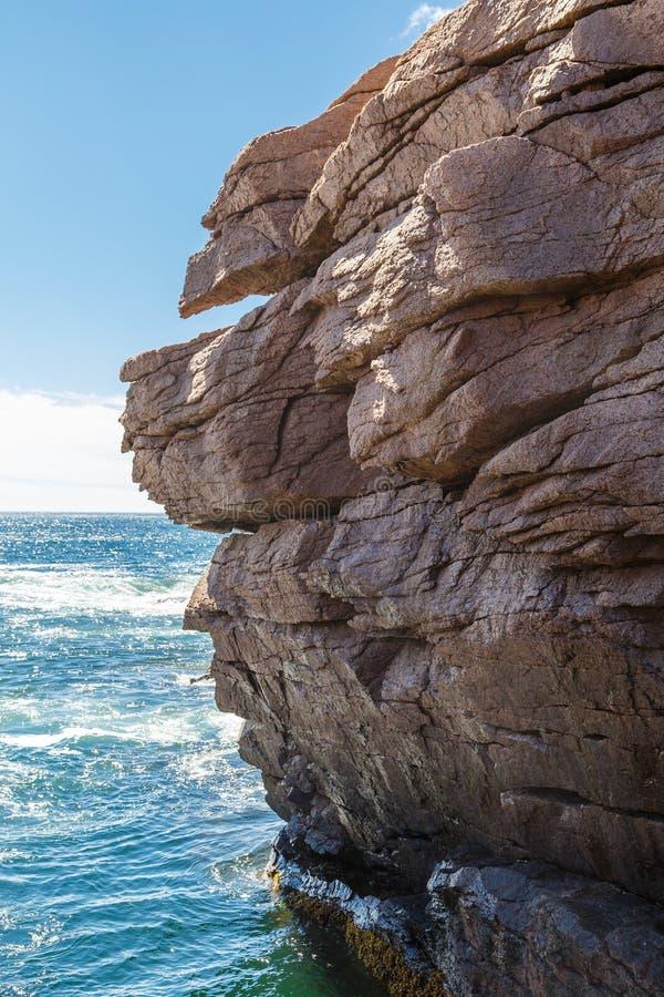 Rocky Cliffs Over Blue Sea stockfotos