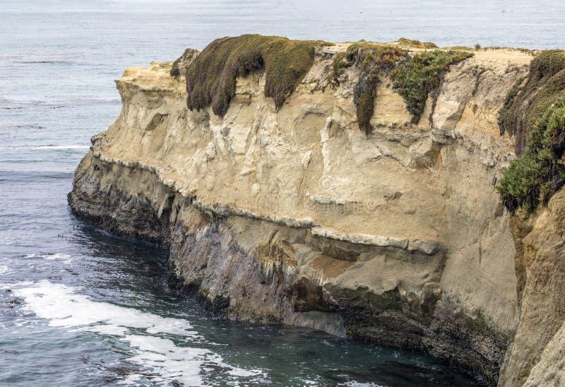 Rocky Coast av Santa Cruz - Kalifornien arkivbild