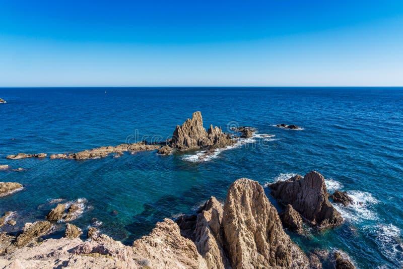 Rocky Coast di Cabo de Gata Nijar Park, Almeria, Spagna fotografie stock