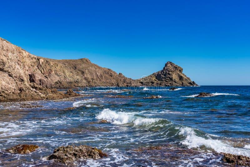 Rocky Coast di Cabo de Gata Nijar Park, Almeria, Spagna fotografia stock
