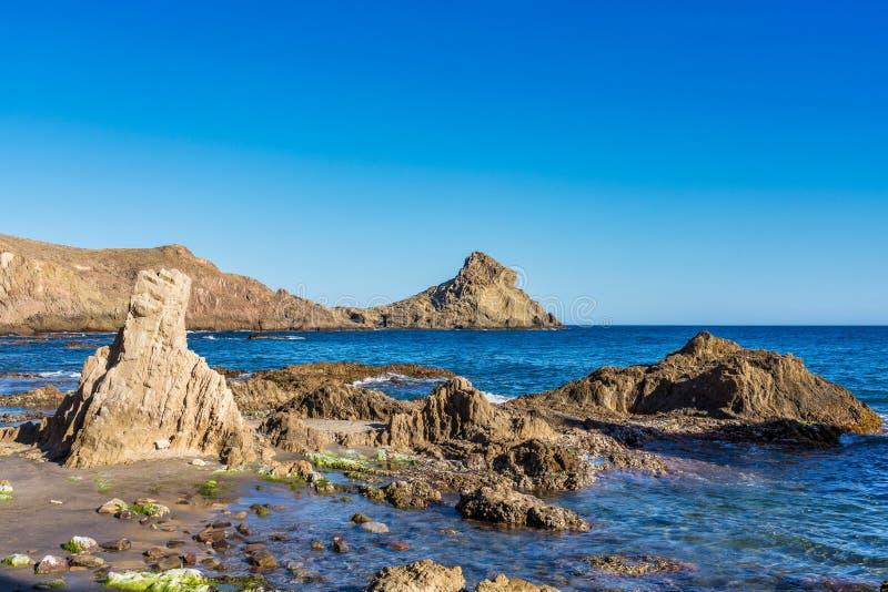 Rocky Coast di Cabo de Gata Nijar Park, Almeria, Spagna immagini stock libere da diritti