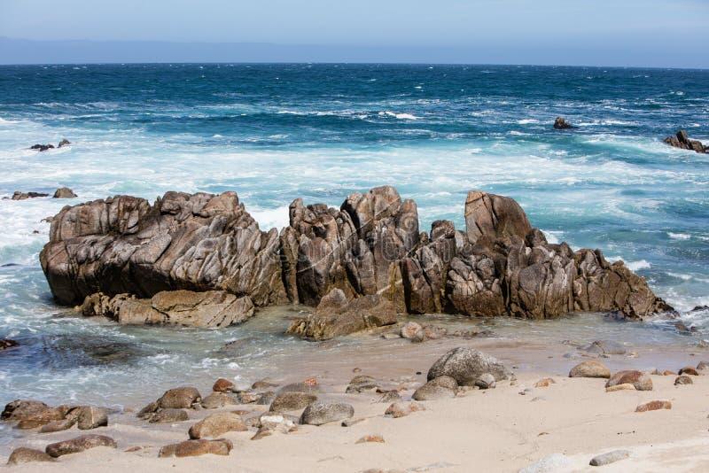 Rocky Coast na baía de Monterey, Califórnia imagens de stock