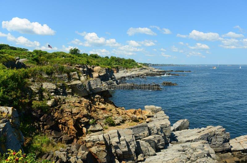 Rocky Coast på den Casco fjärden, Maine arkivfoton
