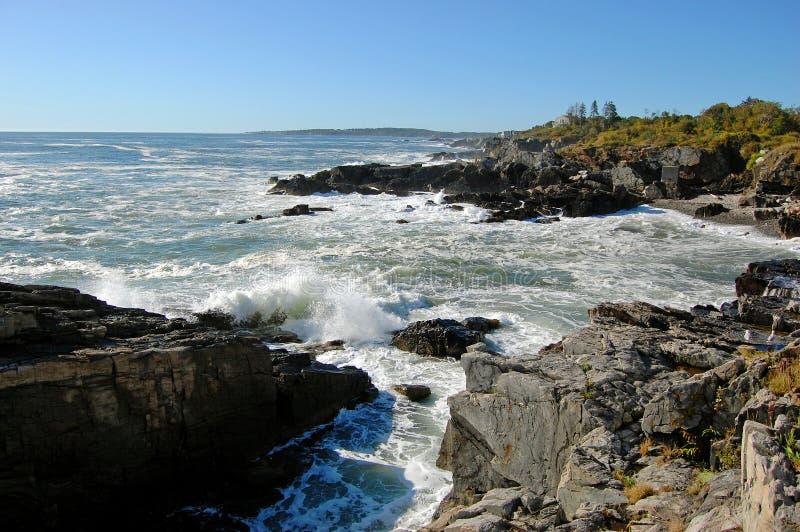 Rocky Coast på den Casco fjärden nära Portland, Maine, USA fotografering för bildbyråer