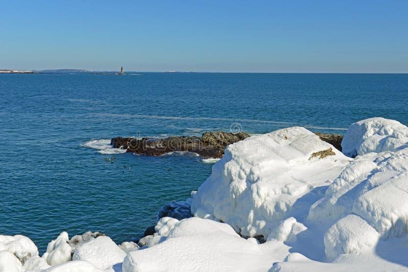 Rocky Coast på den Casco fjärden nära Portland, Maine, USA arkivfoton