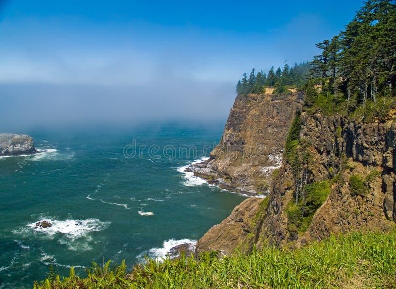 Rocky Coastline áspero na costa de Oregon foto de stock