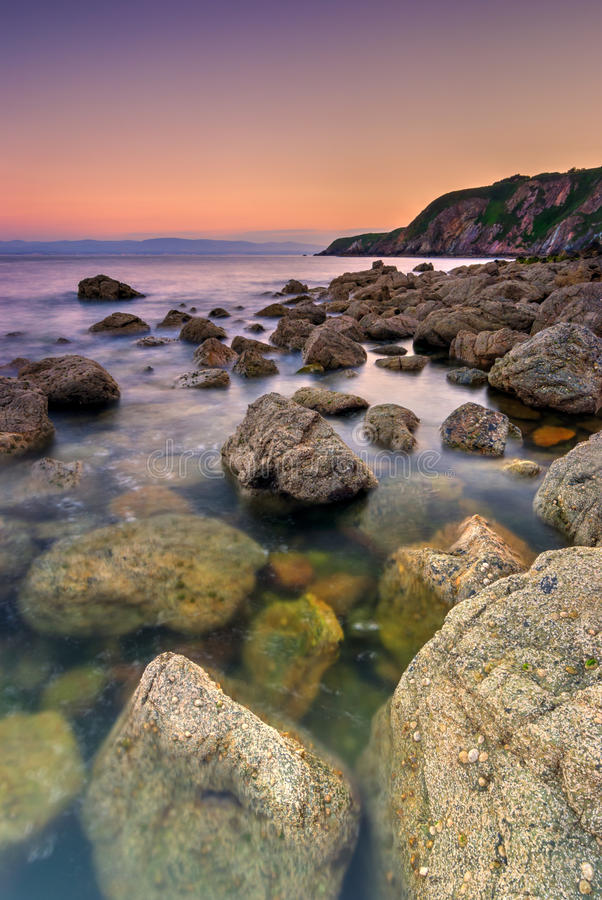 Rocky Coastline in Irland stockfoto