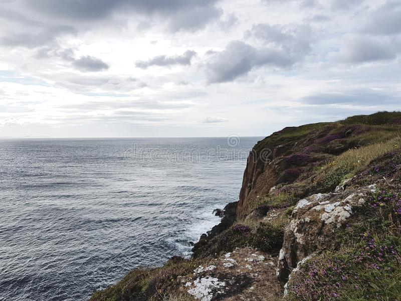 Rocky Coastline Looking Onto Ocean stockbilder