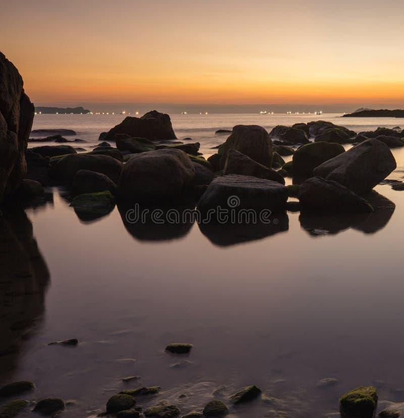 Rocky Coastline Sunrise Vietnam fotografía de archivo libre de regalías