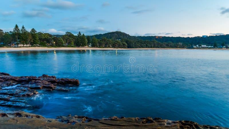 Rocky Dawn Seascape stock afbeelding